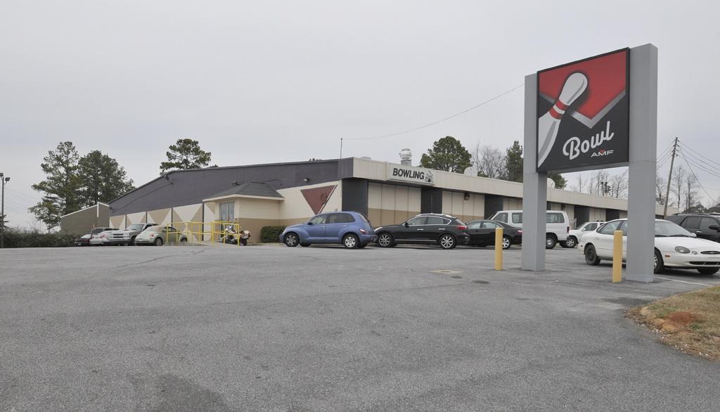 Bowlmor AMF in Auburn, AL