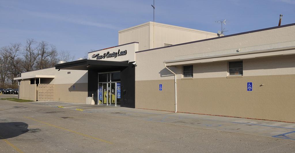 Bowlmor AMF in Columbia, MO