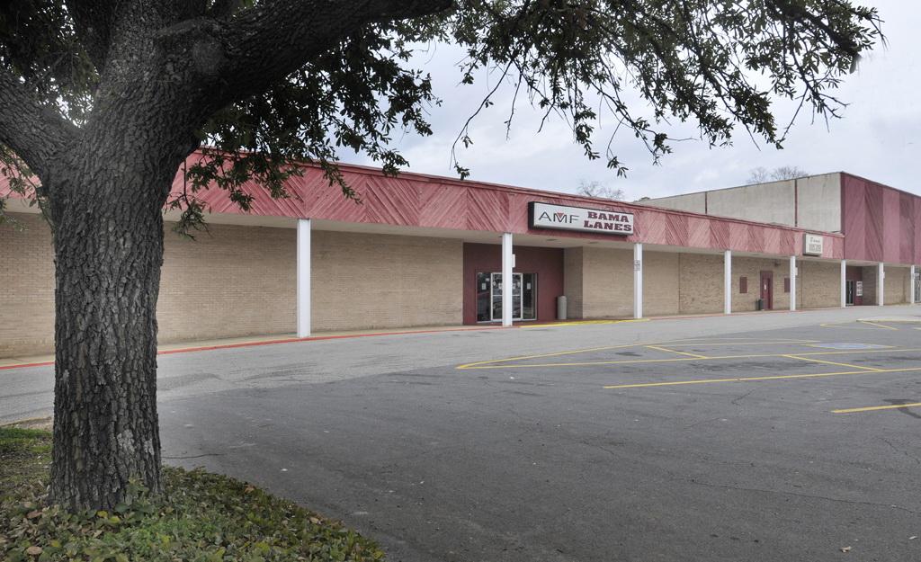 Bowlero Corp in Tuscaloosa, AL
